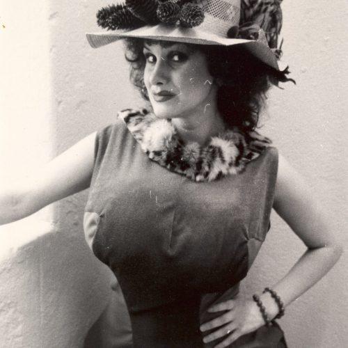 Bella ja Laulujoutsenet, katuteatteria 1987.